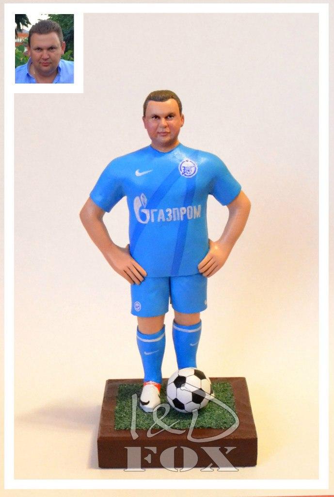 Статуэтка футболиста ручной работы в подарок