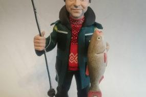 Ваш руководитель рыбак? Статуэтка рыбака по фотографии — идеальное решение для подарка…