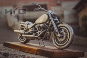 Сувенирная модель мотоцикла в стиле ретро — идеальный подарок на день фирмы…