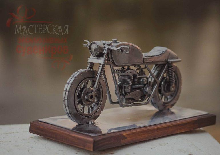 Сувенирный мотоцикл из металла в стиле cafe-racer, ручная работа…