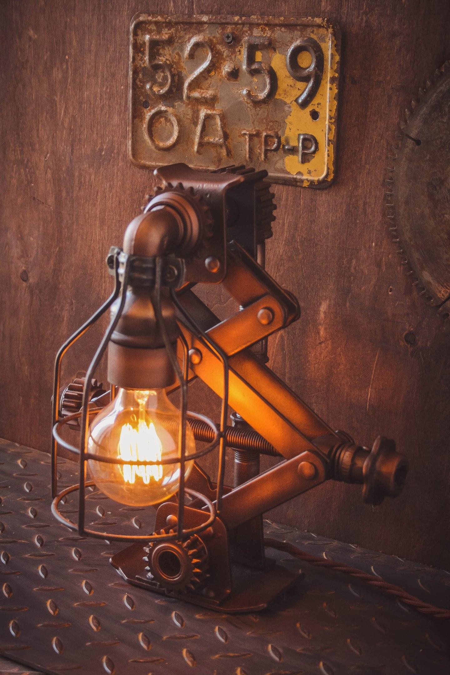 настольный светильниклофт