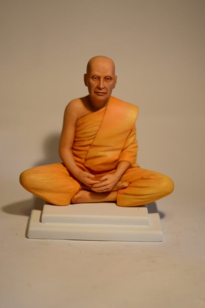 Статуэтка монаха