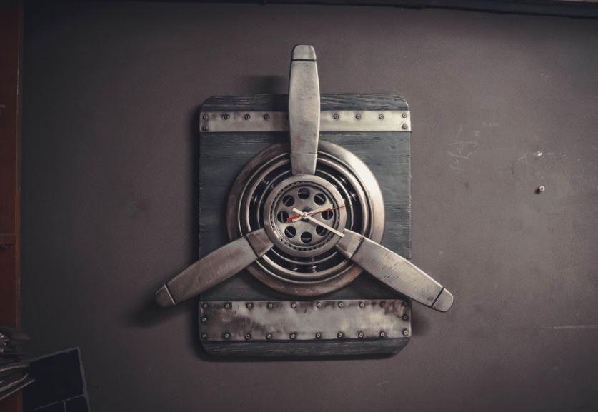 часы в стиле лофт